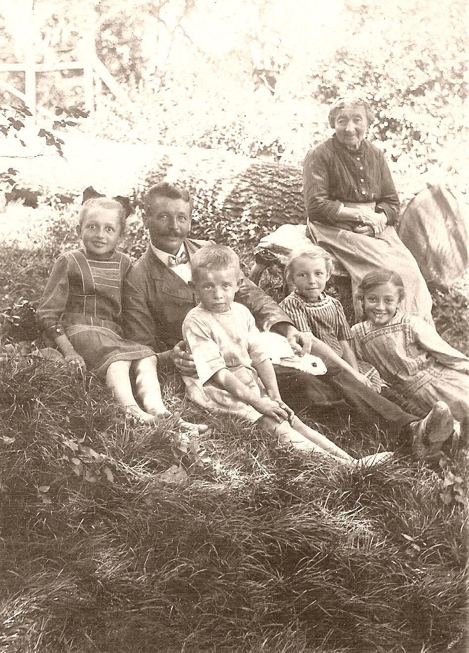 Grandmother in Hohenlohe with son-in-law Alfred and grandchildren
