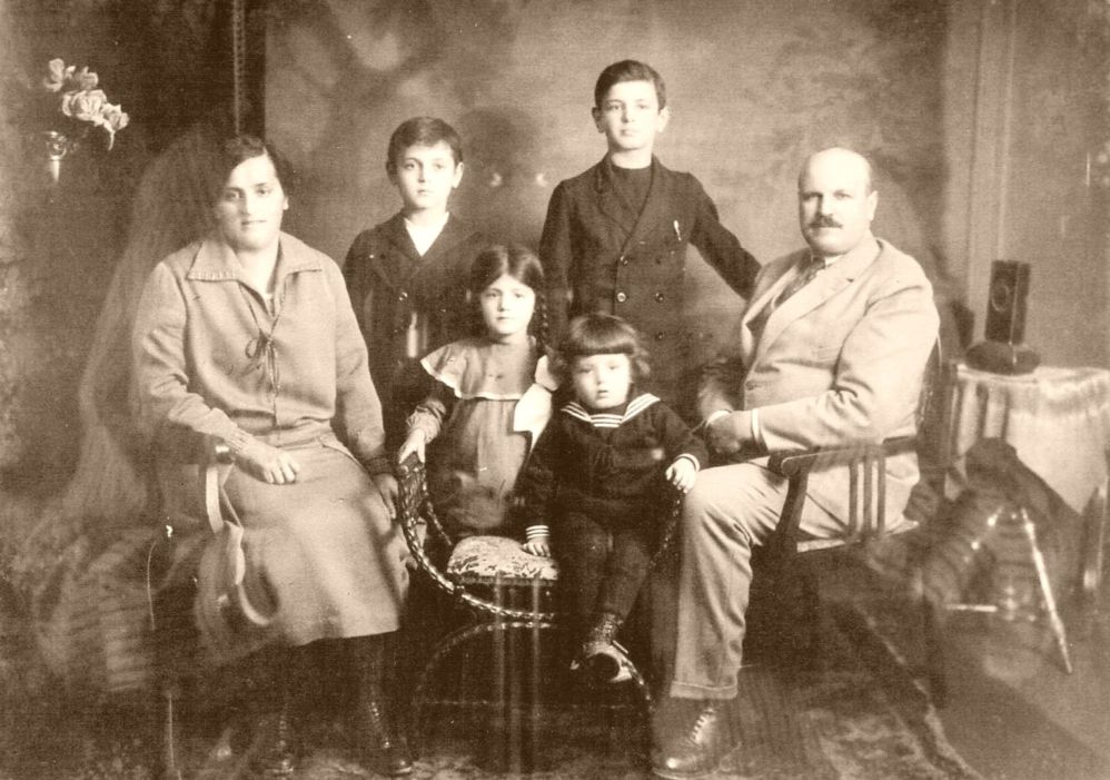 Uncle Johann and Aunt Emma in Enzberger with children
