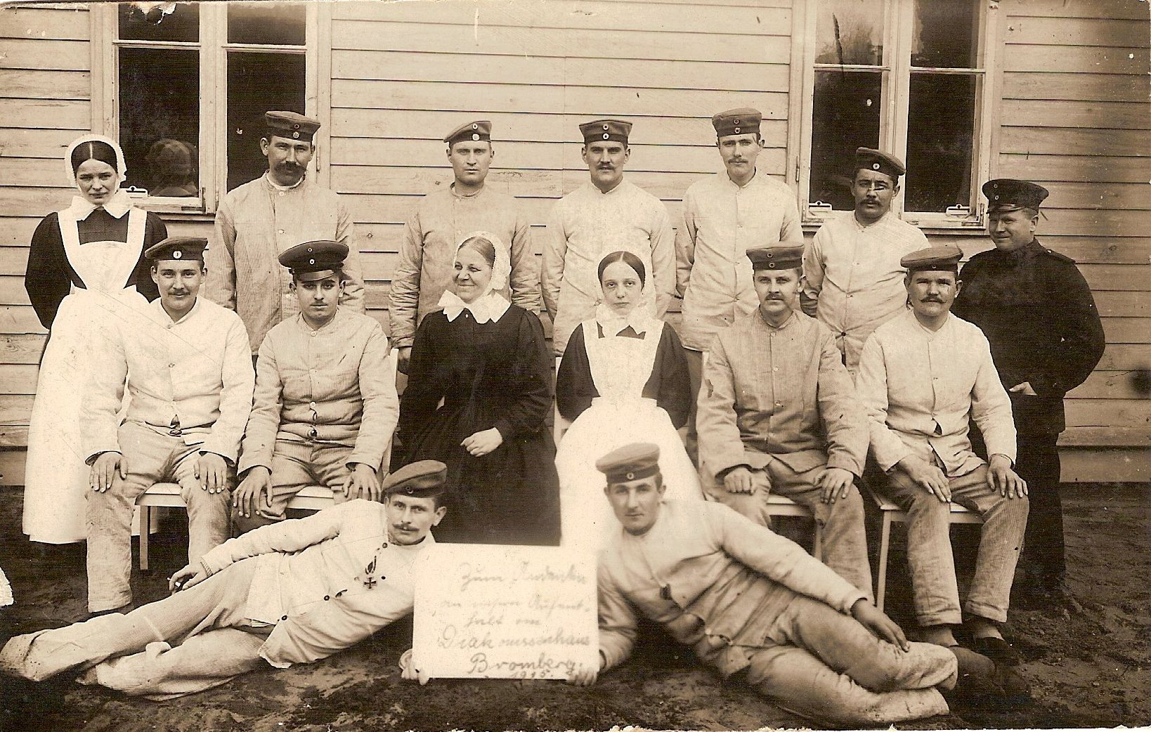 Friedrich (sitting 2nd left) in the Bromberg military hospital