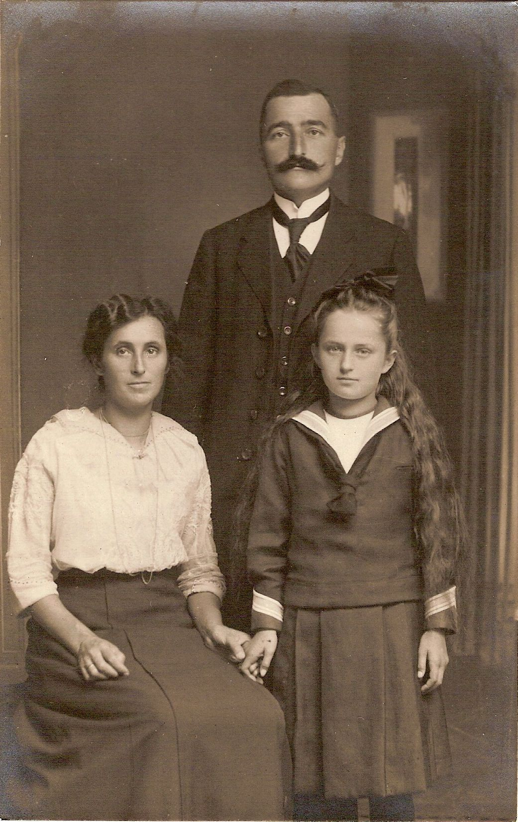 photo of the Rutsch family, spring 1916 after the consciption order