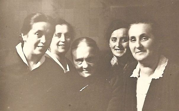 Grandmother on her 77th birthday (1933) with (l.t.r.) Berta, Frieda, Emma, Pausline